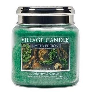 Village Candle Stredná vonná sviečka v skle Cardamom and Cypress 397g - Kardamon a cyprus