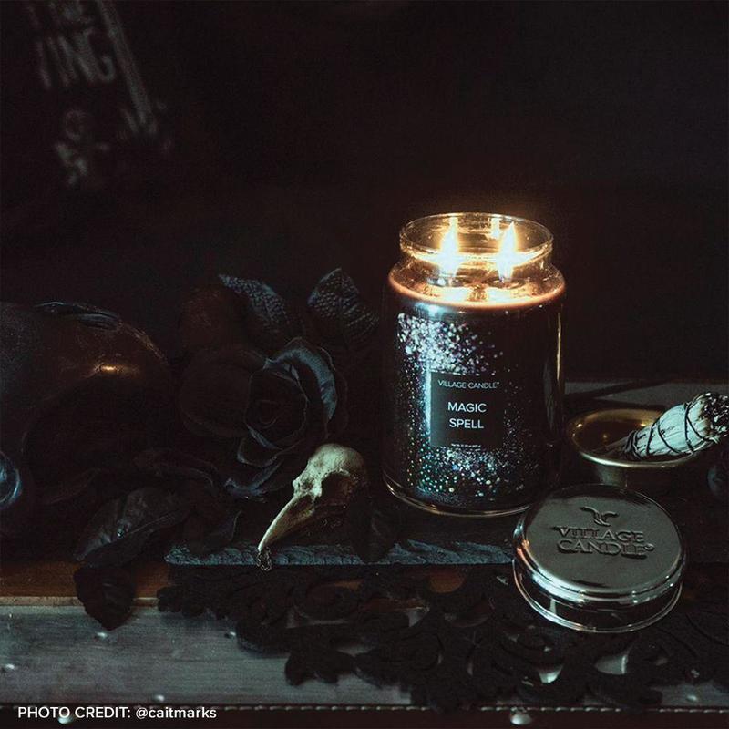 Village Candle Veľká vonná sviečka v skle Magic Spell 645g - Kúzlo
